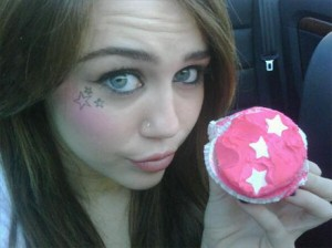 wpid-Miley-Cyrus-hates-vampires-talks-a-little-about-true-blood.jpg